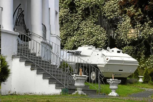 Warum in diesem Vorgarten ein Panzer steht