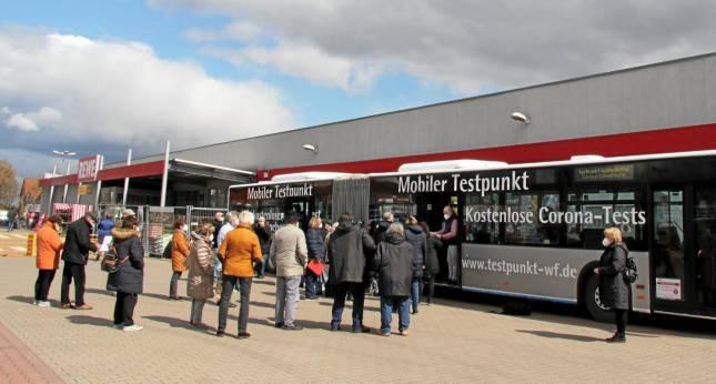 Bürger testen den Testbus