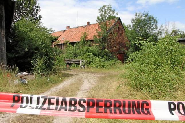 Polizei untersucht Brandort auf Spuren