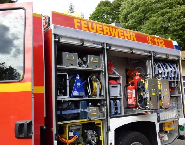 Feuerwehr öffnet Wohnungstür